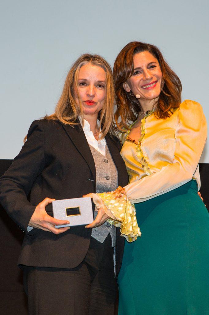 nja Dihrberg, Casting (Bad Banks)auf dem Bild zusammen mit Christina Hecke (Laudatorin)