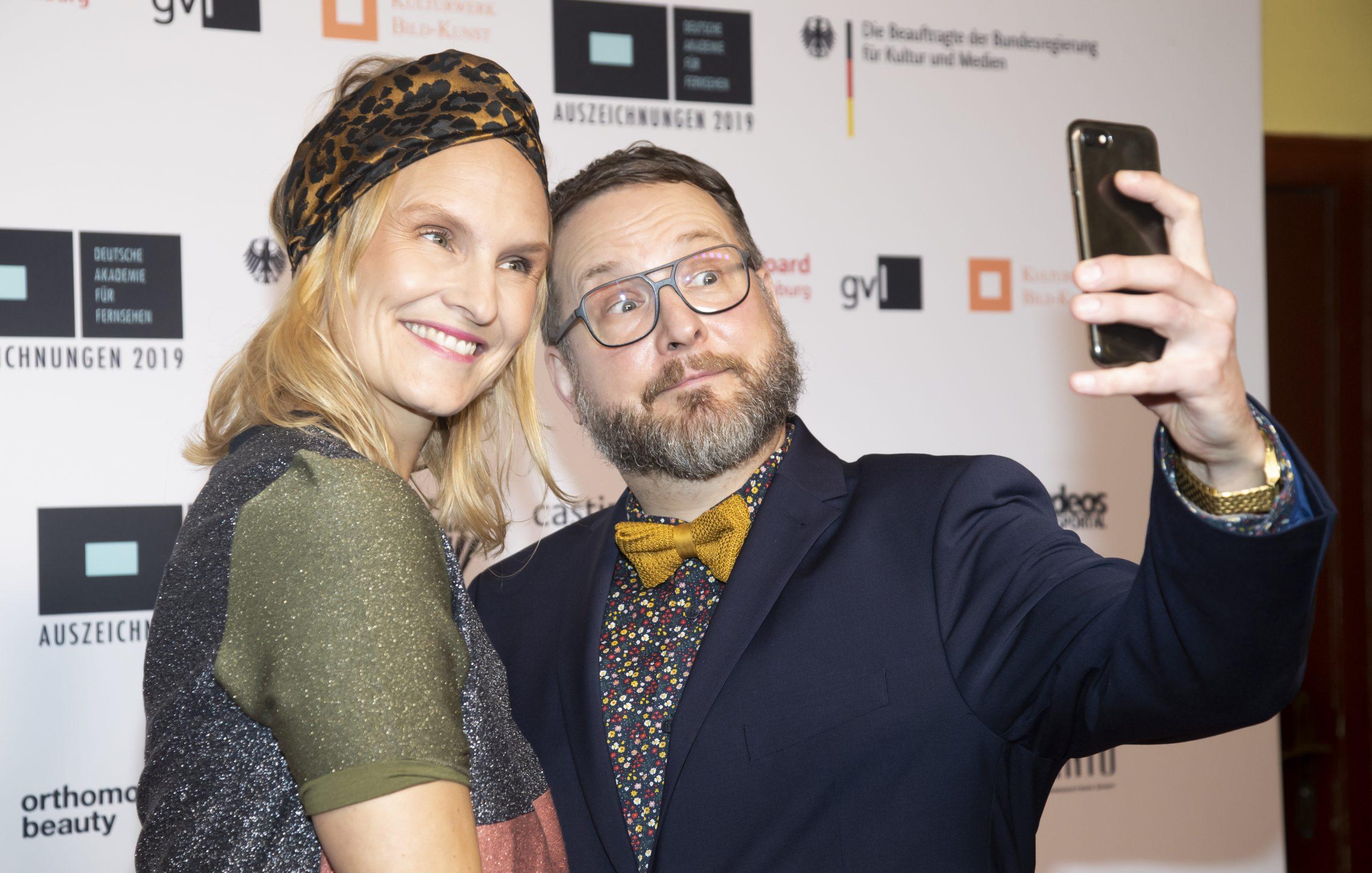 wir sehen die Nominierten vor der Pressewand während der Auszeichnung 2019